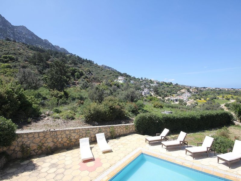 Villa Jessica 4 Bedroom with Private Pool, holiday rental in Kormakitis
