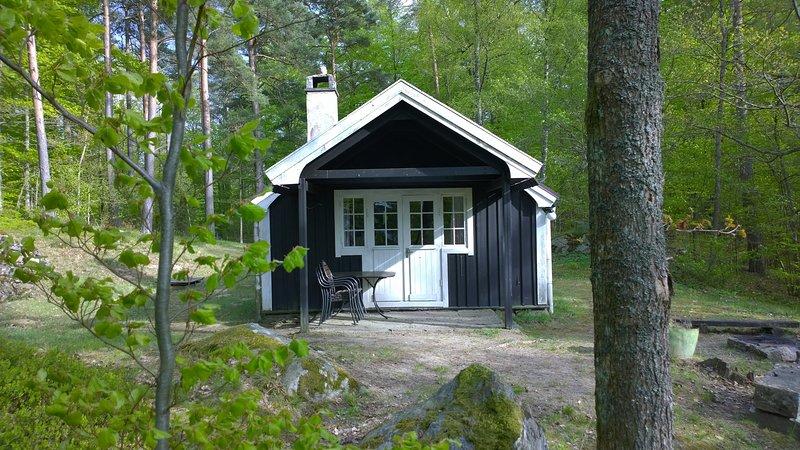 F03/Tallhöjden - Stuga vid insjö, location de vacances à Sölvesborg