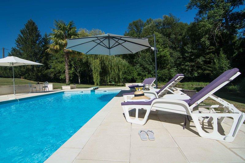 Le Petit Pible -Luxury Couples Gite near Aubeterre-sur-Dronne, holiday rental in Montmoreau-Saint-Cybard