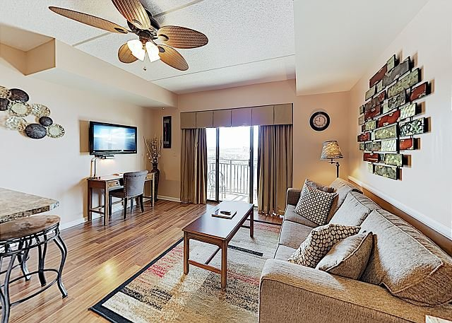 Charming Downtown Condo with Balcony Overlooking the Cape Fear River, alquiler vacacional en Leland