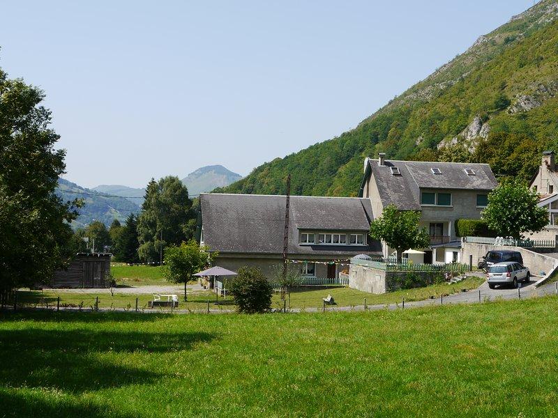 Chalet for 25 Personnes - Le Hameau de Campan, holiday rental in Banios