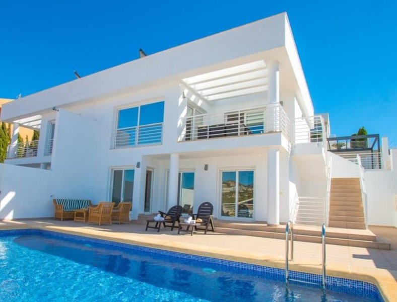 Modern holiday villa with private pool and sea views close to the beach in Calpe, holiday rental in Calpe