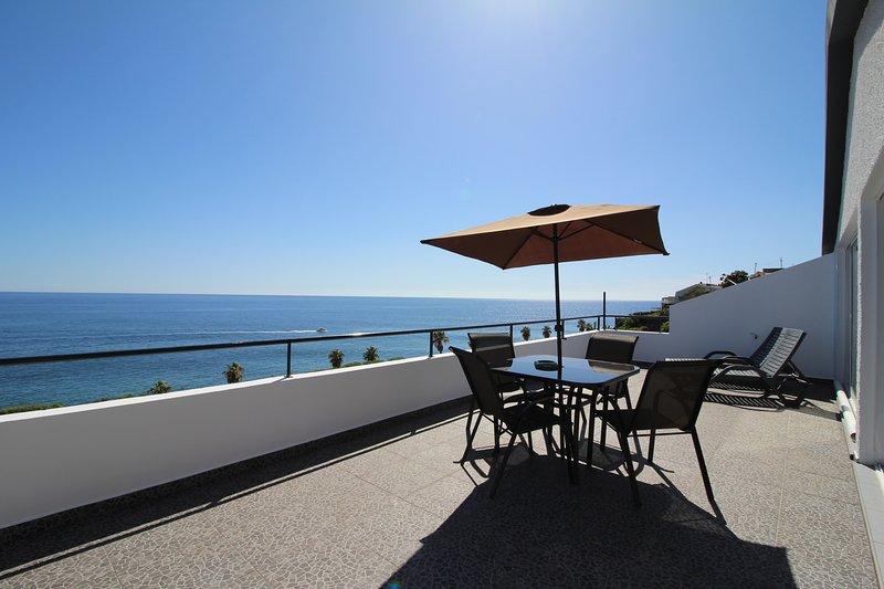 Sunset Apartment T1 front Madalena do MAR BEACH, aluguéis de temporada em Prazeres