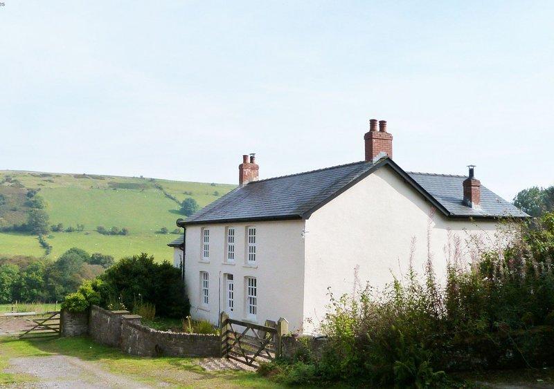 Onnen Fawr Farmhouse, holiday rental in Sennybridge