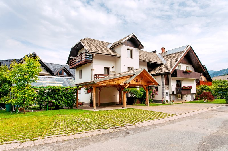 Apartments Green Paradise D&S, holiday rental in Bohinjska Bistrica