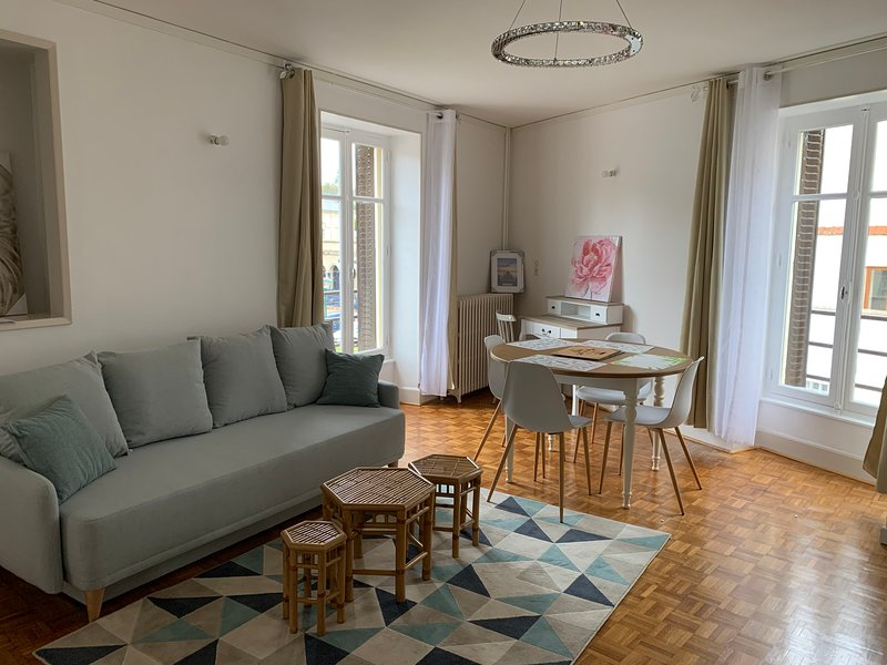 Apartment in Néris-les-Bains, holiday rental in Virlet