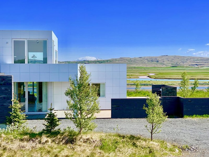 Luxury by a River on The Golden Circle, holiday rental in Solheimar