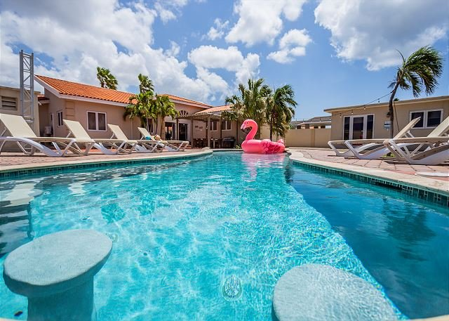Newly Renovated Villa, Private Pool, Close to Beaches! FREE utilities!, alquiler de vacaciones en Oranjestad