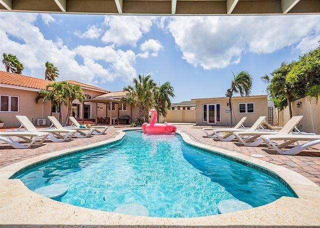 Newly Renovated Villa, Private Pool, Close to Beaches! FREE utilities!, casa vacanza a Oranjestad