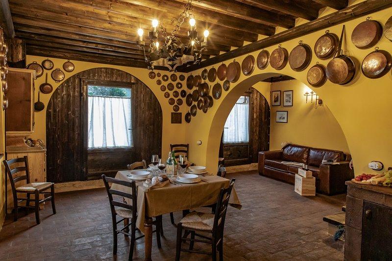 'IL FIENILE' Medieval Resort con piscina 'Maniero del Brunelleschi' vicino Pisa, casa vacanza a Bientina