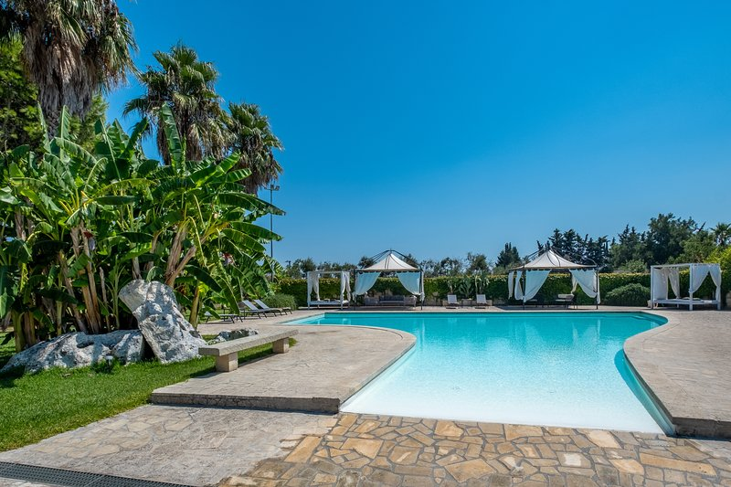Masseria Saracino - Exclusive villa with swimming pool, holiday rental in Cursi