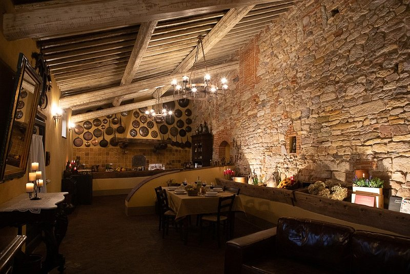 'LA STALLA' Medieval Resort con piscina 'Maniero del Brunelleschi' vicino Pisa, casa vacanza a Bientina