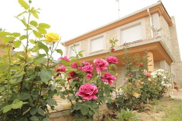 Big house with garden & Wifi, location de vacances à Langa de Duero