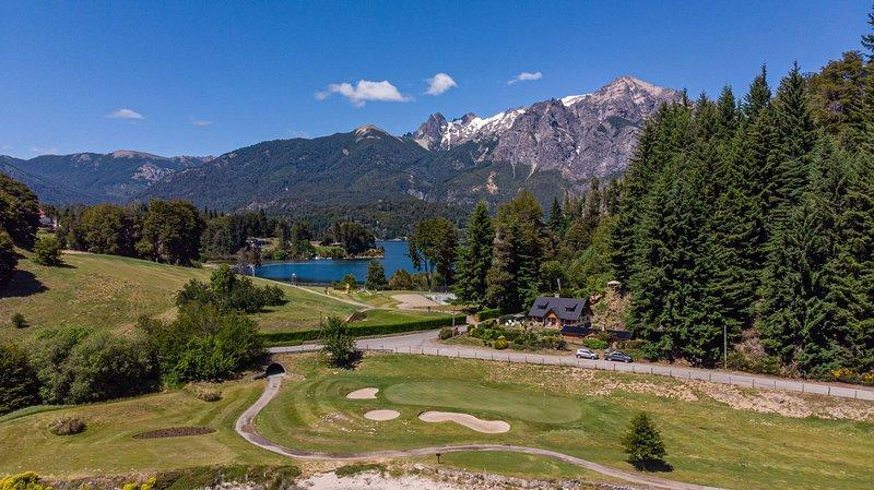 Casa en Llao Llao con vista al lago y campo de golf!, aluguéis de temporada em Villa Campanario