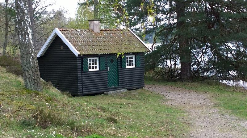F09/Jonta - Liten stuga med sjöutsikt, location de vacances à Sölvesborg