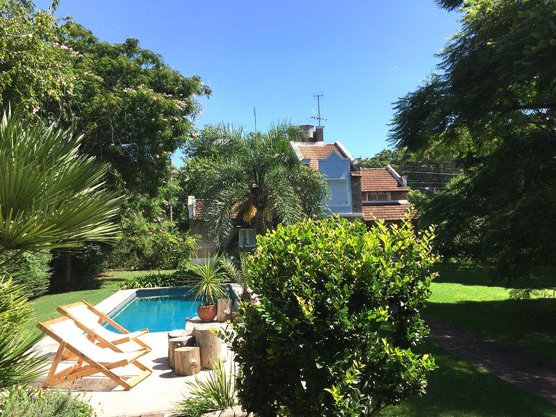Habitaciones en casa de Familia. Hermoso Parque y Pileta. Pilar, Buenos Aires., location de vacances à Pilar