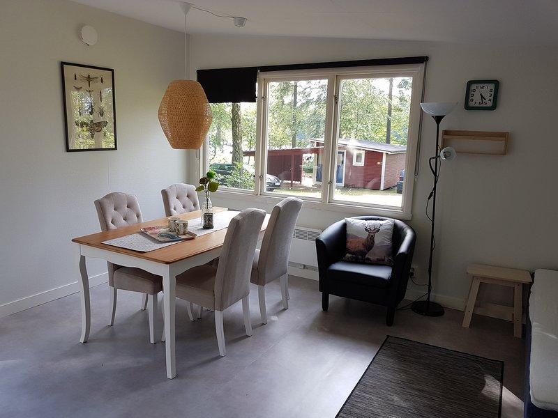 N14/N15 - Stuga vid insjö (2 stugas), location de vacances à Sölvesborg