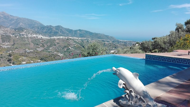 Unwind & recharge at Casa del Cielo, holiday rental in Frigiliana