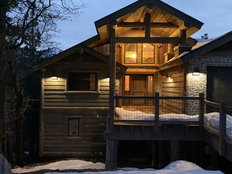 Brand New, Amazing 5Bdrm Cabin with Views of Slopes., alquiler de vacaciones en Moonridge