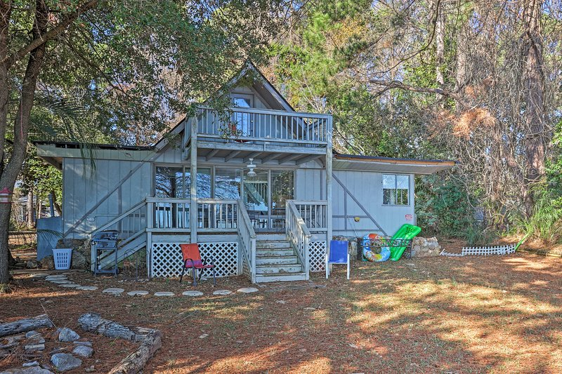 This vacation rental features an incredible location, plus numerous amenities!
