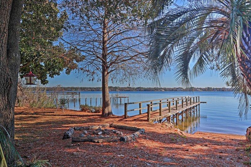 Rustic Escape on Lake Murray w/ Fire Pit + Balcony, vacation rental in Seven Oaks