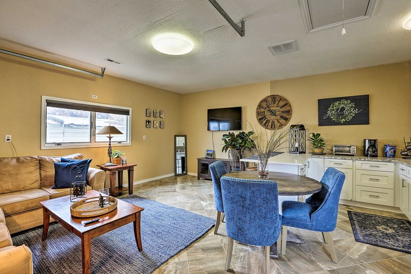 NEW! Lakewood Cottage, 7 Miles to Downtown Denver!, holiday rental in Wheat Ridge