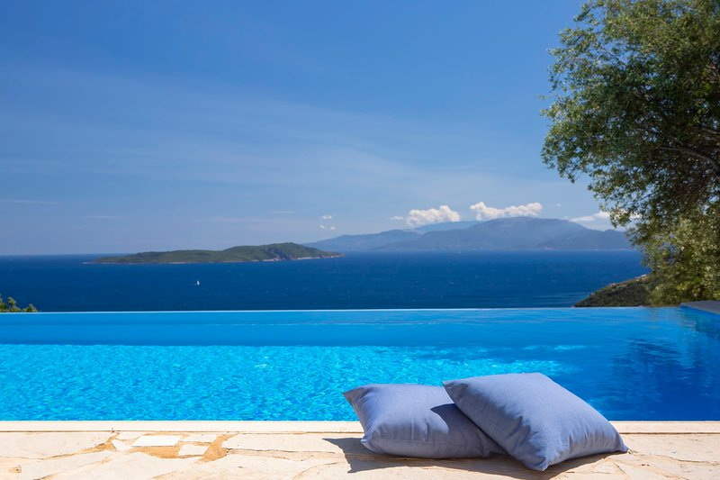 VILLAS ELYSEA - Spacious Modern Villas with Majestic Sea View, location de vacances à Sivota