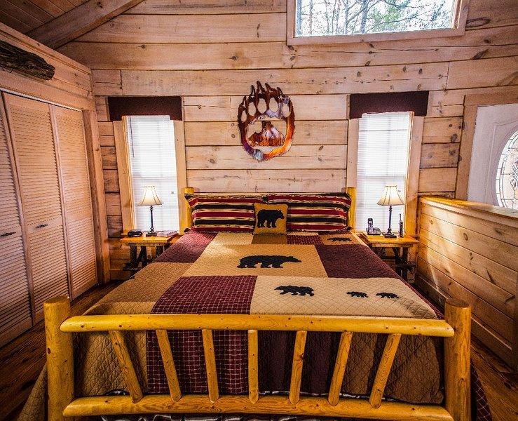 Crazy Bear - 1 Bedrooms, 1 Baths, Sleeps 4, casa vacanza a Englewood