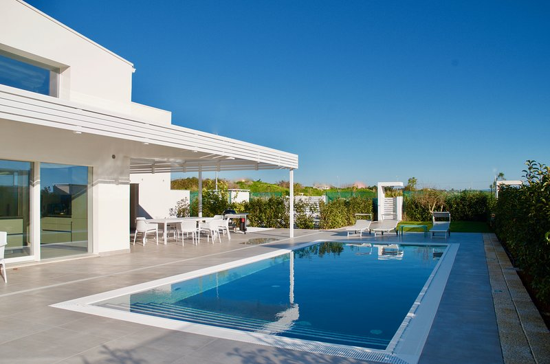 Spacious villa with swimming-pool, holiday rental in Playa Grande