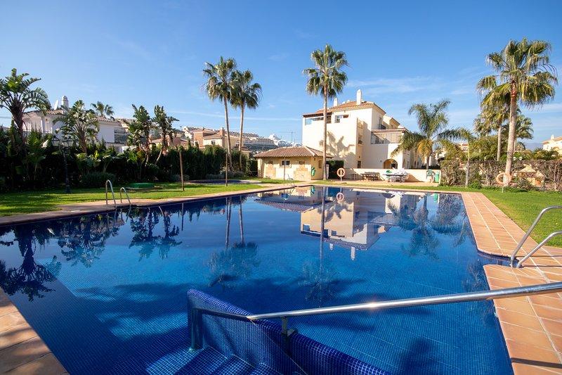 2 Bedroom Apartment with sunny terrace close to La Cala Town Centre, vacation rental in La Cala de Mijas