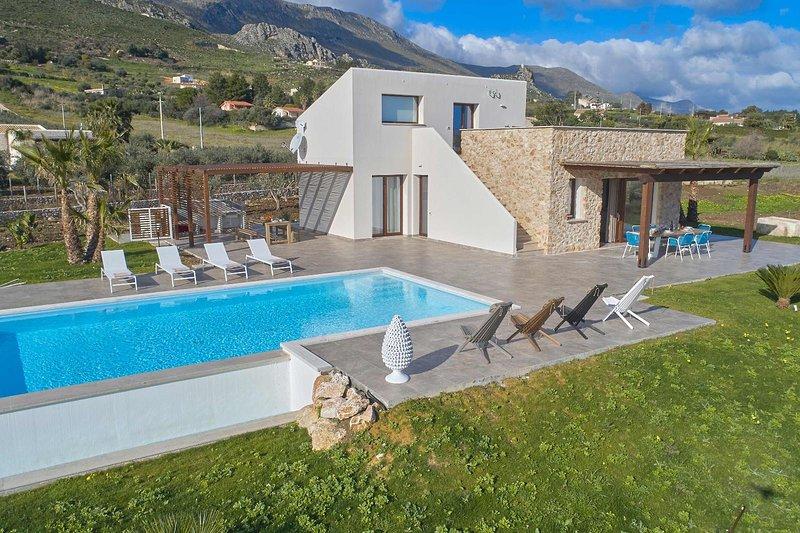 VILLA DELLA PIGNA, holiday rental in Villaggio Sporting