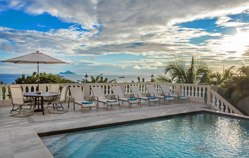 OCEAN VISTA VILLA... affordable family villa with pool in Pelican Key, holiday rental in Cole Bay