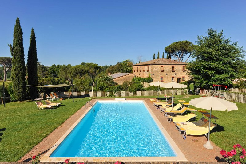 Amazing villa with swimming-pool, holiday rental in Monteroni d'Arbia