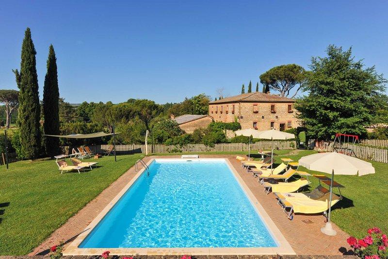 Big villa with swimming-pool & Wifi, casa vacanza a Monteroni d'Arbia