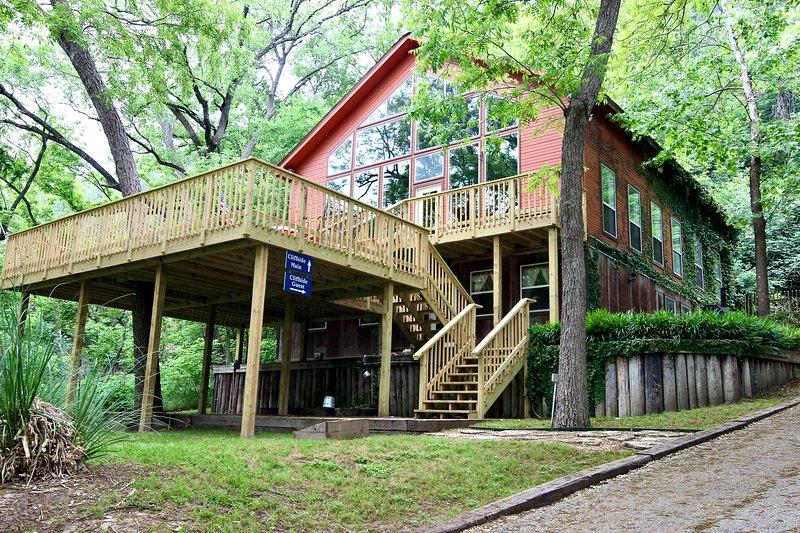 Cliffside Inn Guest House- Great River Road Location! Lower level!, aluguéis de temporada em New Braunfels