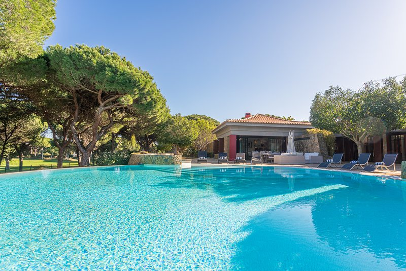 Villa Adelaide - New!, vacation rental in Vilamoura