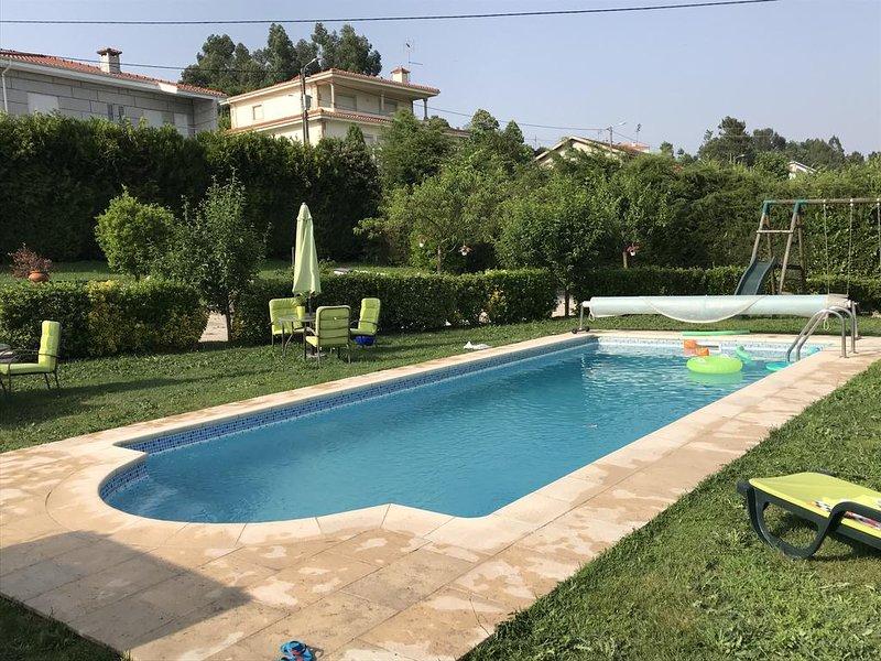 Spacious villa with swimming-pool, alquiler de vacaciones en Pacos de Ferreira