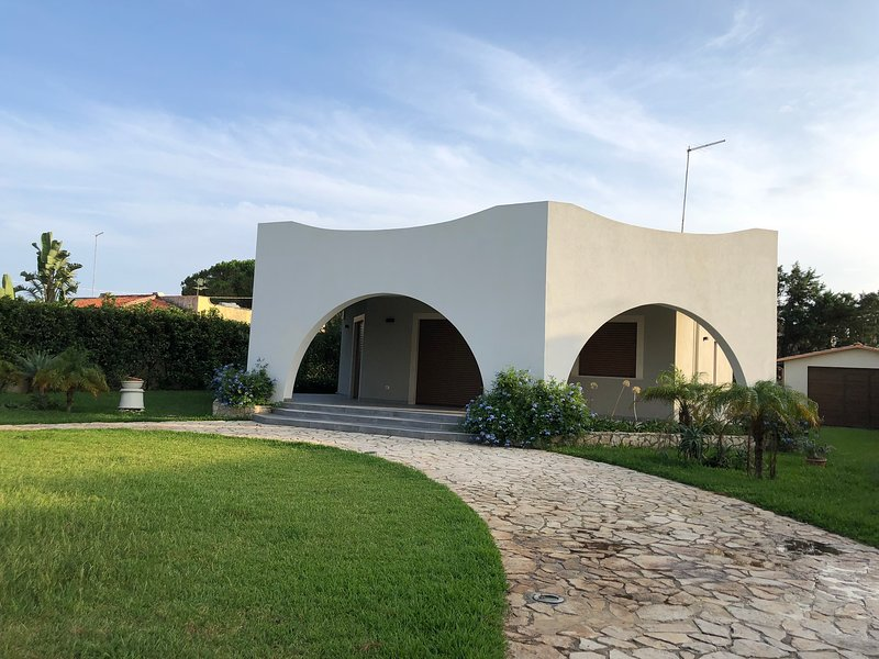 Beautiful house near the beach, holiday rental in Arenella