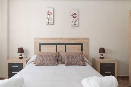 Piso de 4 dormitorios , con todas las comodidades y servicios, holiday rental in Galifa