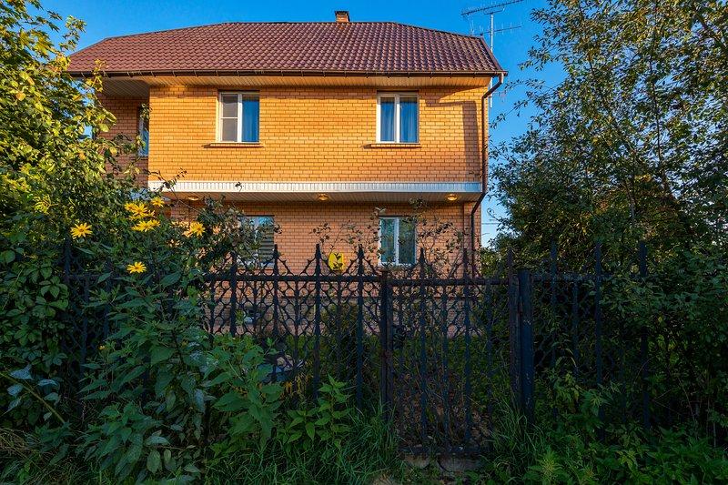 Cottage in a pine forest, aluguéis de temporada em Odintsovsky District