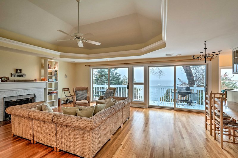 Una fantastica vacanza sul lungomare ti aspetta in questa casa di Atlantic Highlands.