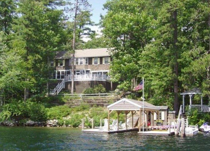 Winnipesaukee Lakefront Home in Winter Harbor, vacation rental in Mirror Lake
