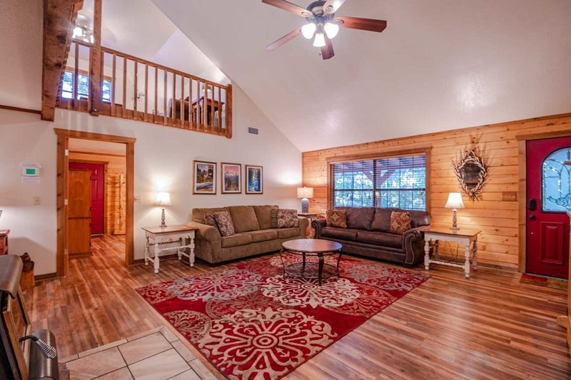 Lacey Dogwood, holiday rental in Hochatown