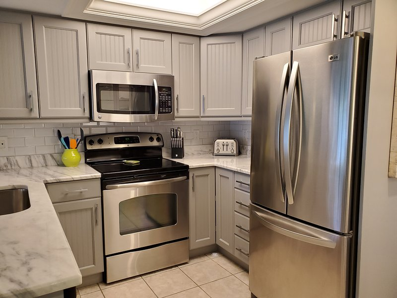 Indoors,Room,Oven,Refrigerator,Microwave