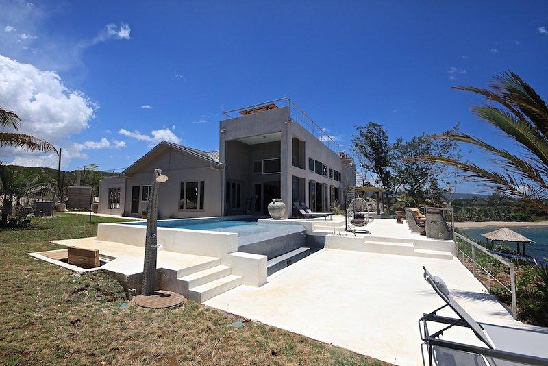 Villa Elia - Exquisite Modern Design Amazingly Furnished, vacation rental in Treasure Beach