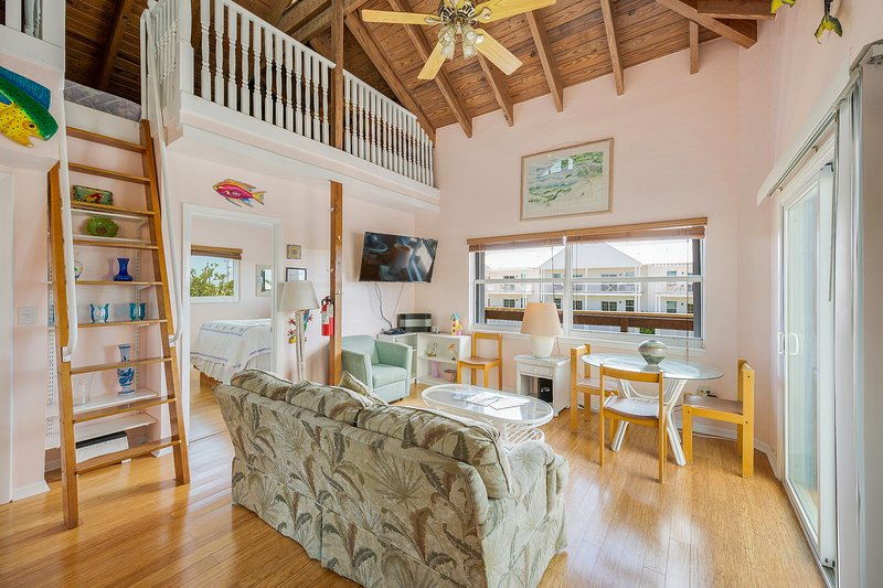 Dog-friendly, oceanview retreat w/ 35-ft dockage, great for families & fishing!, vacation rental in Marathon Shores