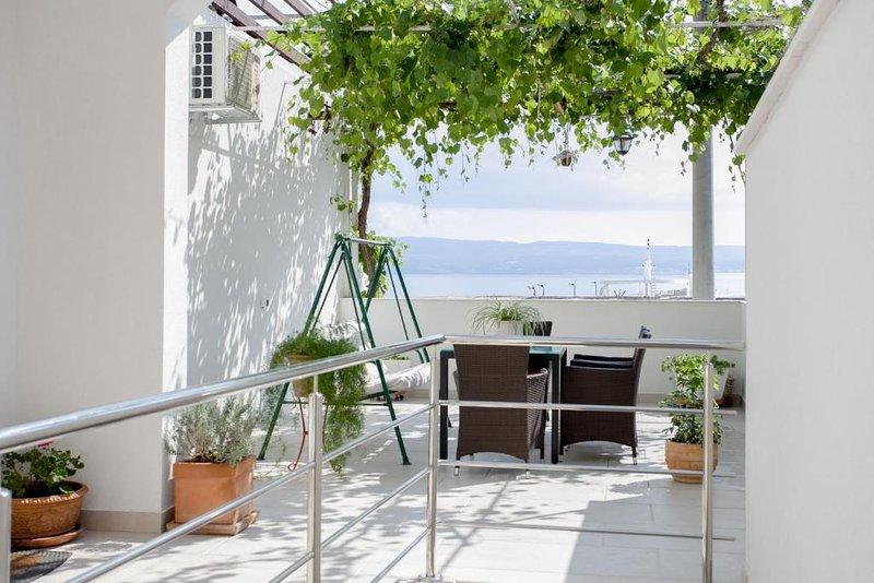 2-floor modern apartment, 20 meters from the beach, vakantiewoning in Jesenice