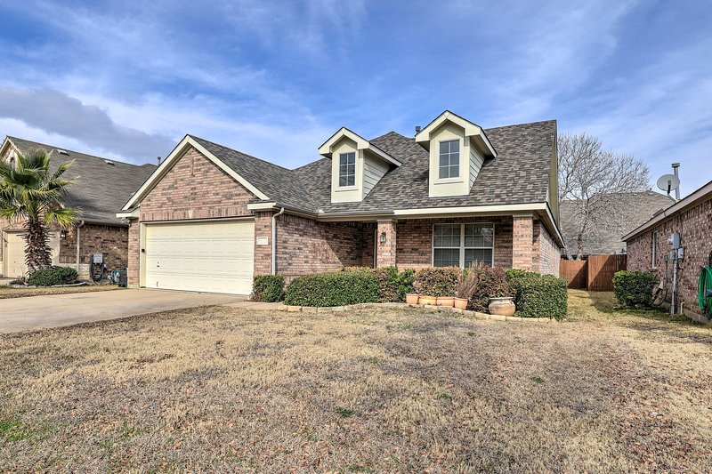 NEW! Pet-Friendly Home, Near Ft. Worth Stockyards, vacation rental in Newark