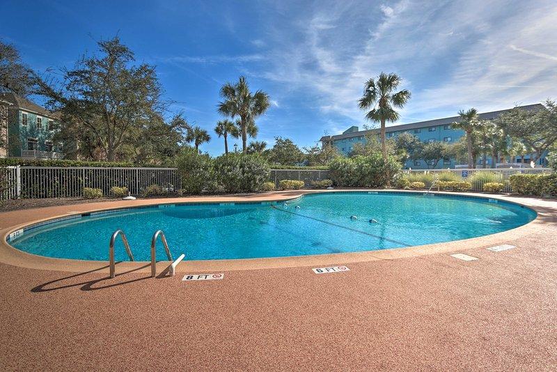 NEW! Oceanfront Condo Near Golf - Walk to Beach!, holiday rental in Bluffton