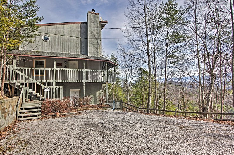 Your next mountain escape begins at this Sevierville cabin!